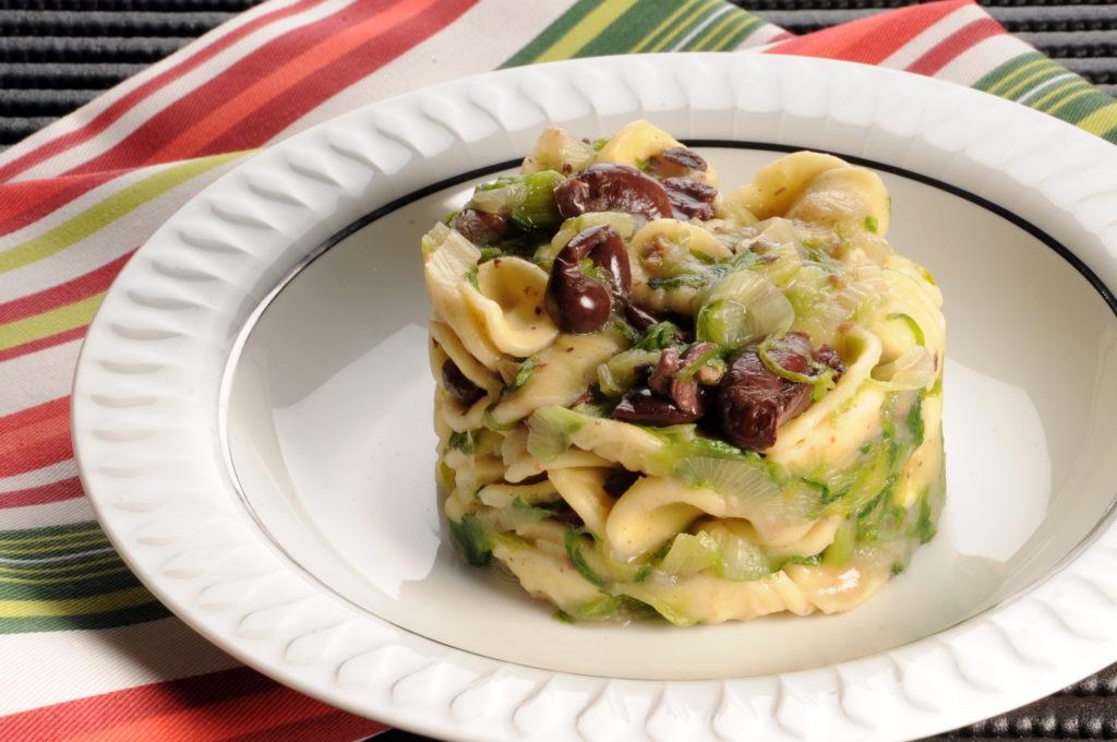 Orecchiette con scarola e olive