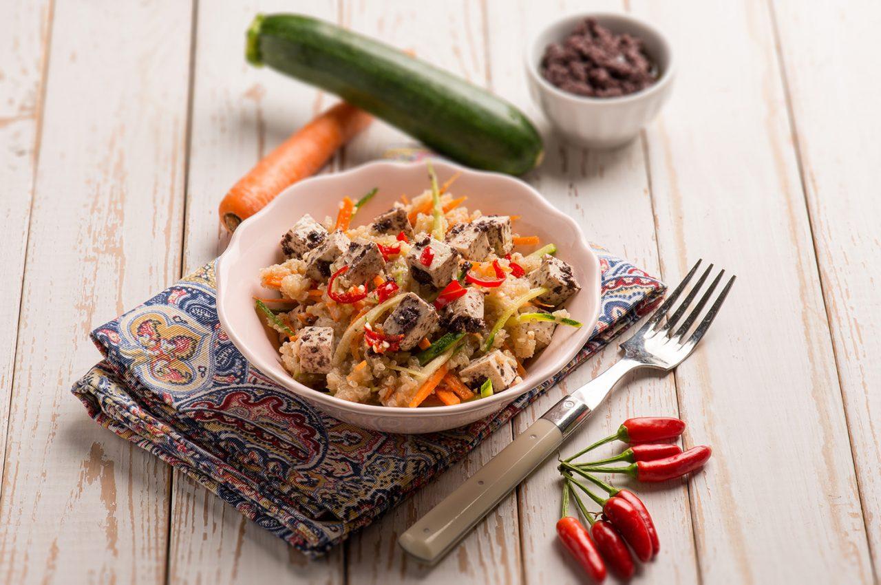 Quinoa con tofu, verdure