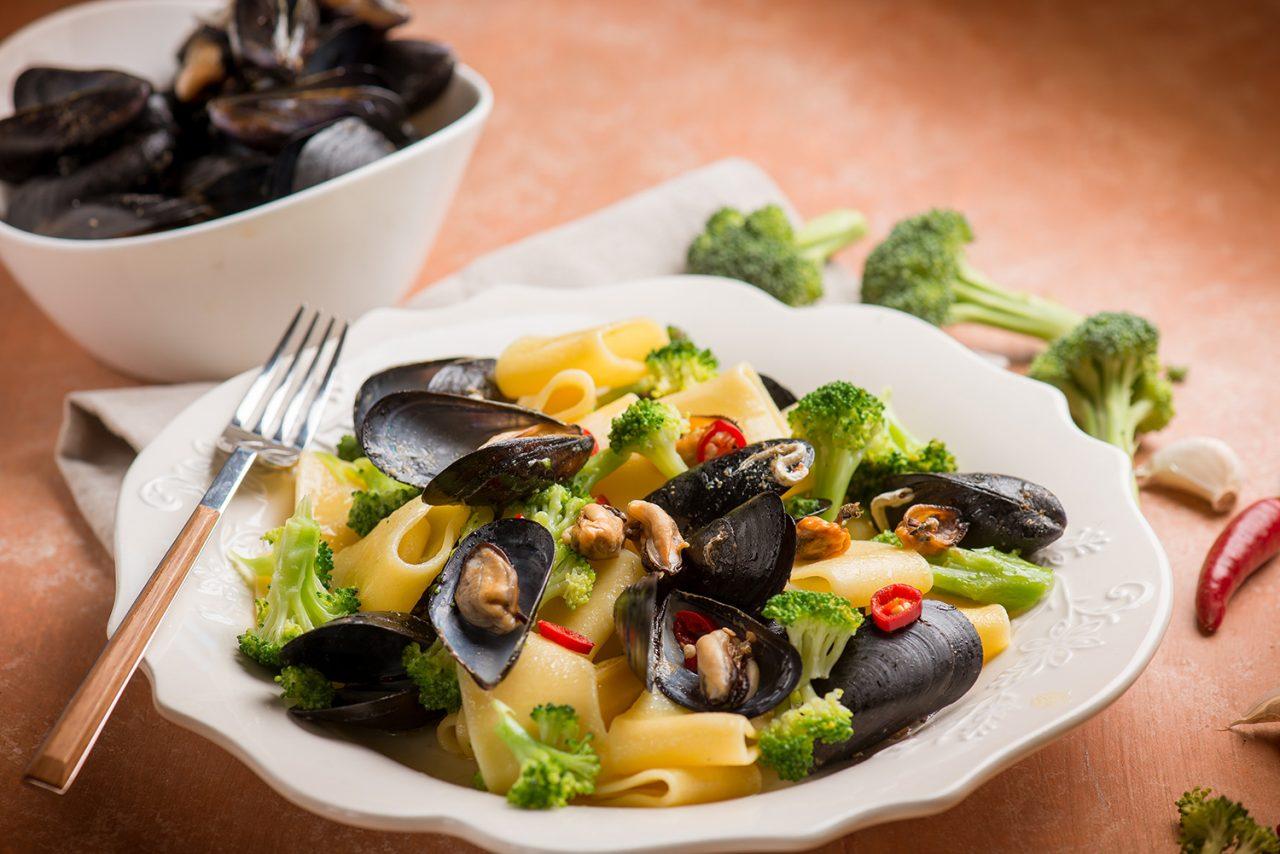 calamarata con cozze e broccoli