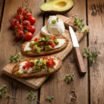 Tartine con pomodorini